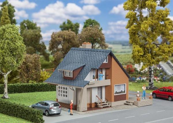Faller H0 131504 - Wohnhaus mit Balkon incl. LED-Beleuchtung 127